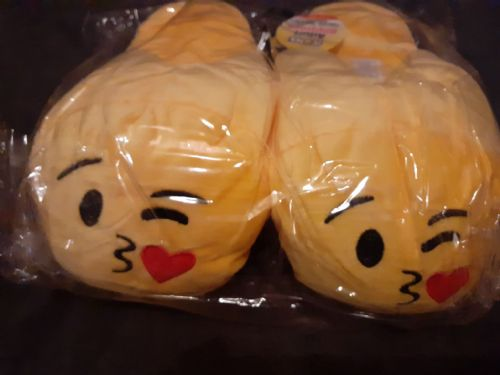 Adult Emoji Slippers ( Kiss ) ( Adult Sizes 8-9 )